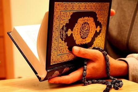 Menyimak dengan Diam di Depan Pembacaan Ayat-Ayat Al-Quran